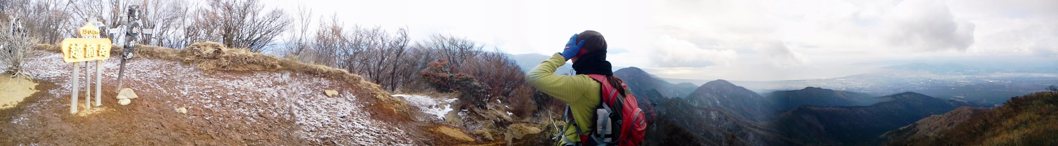 2011/1/3 越前岳に登りました。天候はあいにくの曇り空でした。頂上の方は、雪があり凍っていたので、下山の時、アイゼンを付けました。by kazuo