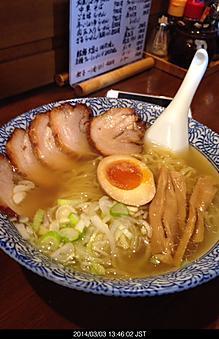 長野県東御市ゆいや、ここのラーメンサッパリして美味しいもんでまた行ってしまった。和風醤油ラーメンチャーシュー美味い。昼1時過ぎなのに満員by ゲストさん 414x640(107KB)
