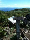 9/26 福井の荒島岳に行ってきたよ。朝方寒く風が強かったけど、朝日が出てきたら天気は快晴で、風も涼しくて、とても良い登山日和でした。人も多く頂上には沢山いました。白山も見えました。by  kazuoYamanba~by  kazuo 480x640(128KB)