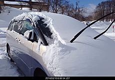 雪に埋れたエスティマ君を救助する。一晩でこんなに積もりました。by ゲストさん 640x446(116KB)
