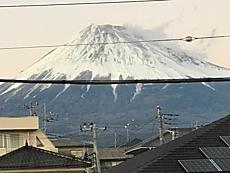 五合目まで雪で真っ白です。風もありますね。by ゲストさんiPhoneから送信by ゲストさん 640x480(91KB)