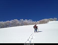 4/8斑尾山へスノーシューハイクへ。斑尾高原スキー場は終わっていたので、下から登りました。トレースなく誰もいませんでしたよ。天気良くて最高の展望でした。by  kazuo 640x500(88KB)