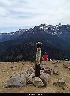 北アルプスは人気があって沢山の登山者に会いました。by  kazuo 466x640(122KB)