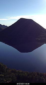 朝は天気が良く榛名湖に映る榛名山が綺麗だったby  kazuo 350x640(55KB)