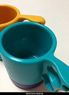 最近のマグカップはチタン製でなくプラッチック出て来ている。やすくて軽くて丈夫。何よりも安いのがいいです。何よりも二重にできているので保温力があります。価格735円by yamanba 466x640(74KB)
