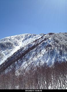 3/11 昨日の大雨が嘘のように快晴、雲一つなく最高の景観です。 時間があれば、行きたかったです。再度チャレンジしたい山です。by  kazuo 466x640(145KB)