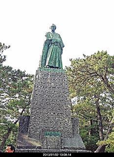 高知土佐桂浜に立つ坂本龍馬の銅像、デカイです。by ゲストさん 466x640(170KB)