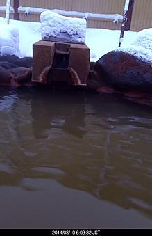 休暇村裏磐梯の露天、茶色のお湯、なんか効きそうな、、、by ゲストさん 414x640(78KB)