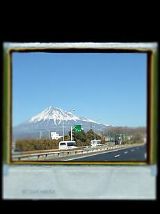 2012/02/04 晴天ですが風が強いです。富士山の雪も風で吹き飛ばされています。by kazuo 1280x1712(350KB)