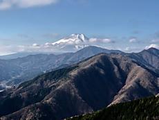 道志村の赤鞍ヶ岳の道中、ウバガ岩から富士山が綺麗に見れました。by ゲストさんiPhoneから送信by ゲストさん 640x480(65KB)