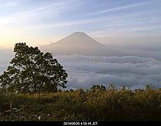 早朝の富士山は雲海の上から、陽がさして綺麗です。by ゲストさん 640x500(60KB)