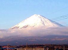 雪が多いよね。下が雲でカッコいい。by ゲストさん 848x630(162KB)