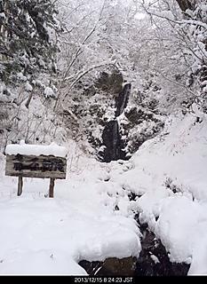 長野虫倉山にある不動の滝です 雪化粧しています。by ゲストさん 466x640(152KB)