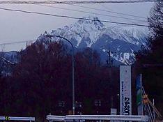 夕方の八ヶ岳。雪多しby ゲストさん 688x516(149KB)