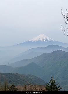 山梨県大月市の山で旧の500円札に写った景色です。by  kazuo 466x640(77KB)