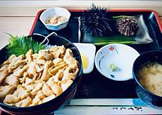 積丹半島で有名なみさき食堂で食す。ウニは生きたウニが出てきました。食べ方教わりいざ食事。うーん やっぱ美味しいです。by yamanba 640x455(134KB)