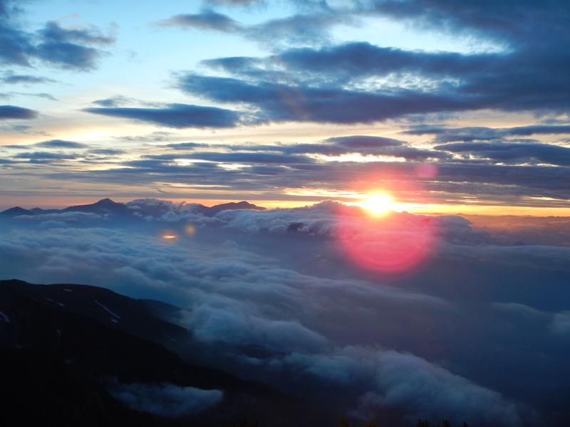 五龍岳山荘上、白岳から日の出